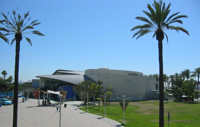 Public walkway to Aquarium of the Pacific