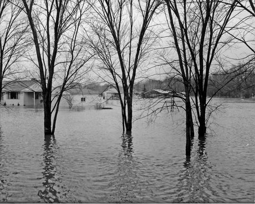 Picture of flooded homes in Libertyville, Illinois.